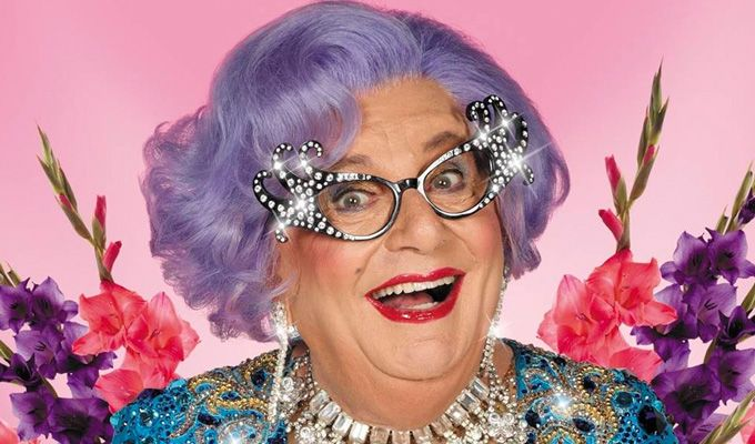 Barry Humphries als Dame Edna